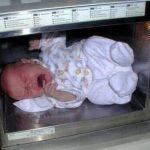 頭おかしい!赤ちゃんを電子レンジで温めたバカ親に批判殺到!