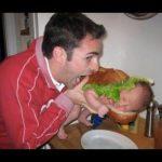 【話題】我が子を電子レンジに入れた写真をUPした父親に批判殺到!